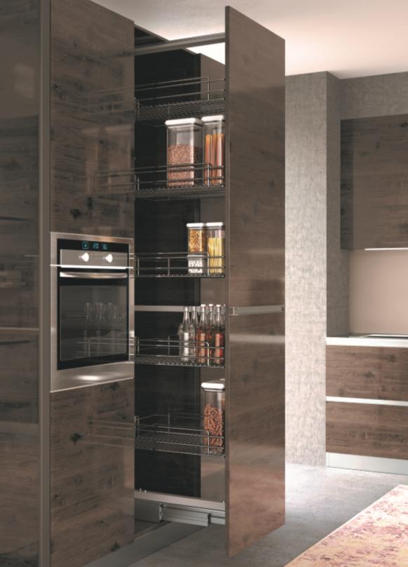 Výsuvné potravinové skříně v chromu i antracitu